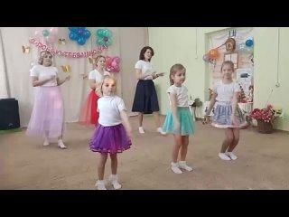 """Танец """"Вместе с мамой"""""""
