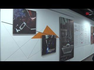 Проект «Путь Cargo» через фотографии и картины погружает посетителя выставки в мир огня и стали