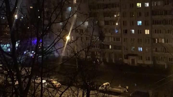 Пожар на Художников 43/14 ,службы уже тут