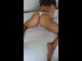 Покаызвает Свою Попку в Стрингах | Порно How do you like your thongs?