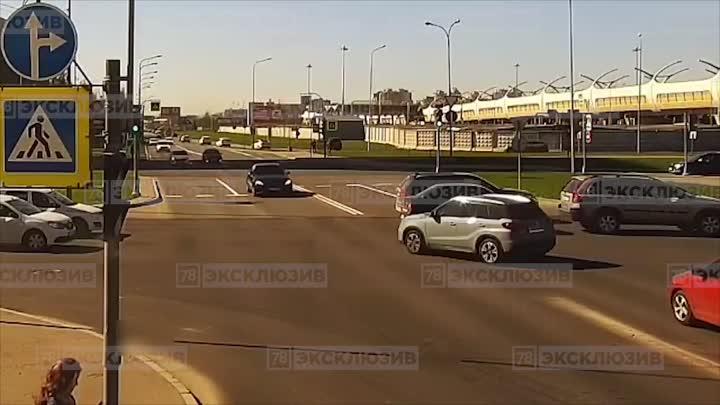 Видео сегодняшнего ДТП на перекрестке Планерной и Богатырского. Новость ранее: https://vk.com/wall-...