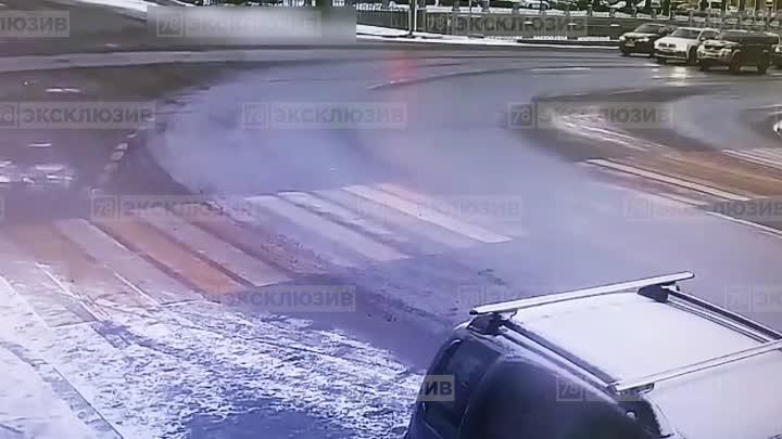 Видео, как Тигуан эффектно вошел в поворот на Английском проспекте. Новость ранее: https://vk.com/...