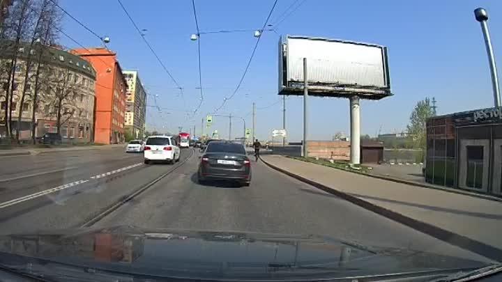 В 09:25 произошла авария на пересечении пр. Обуховской Обороны и ул. Шелгунова. Водитель Фольксваген...