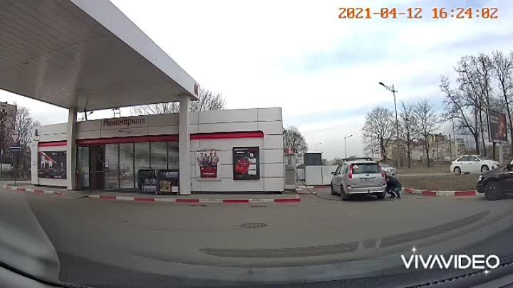 Машина вылетела в кювет на Витебском пр. возле АЗС Лукойл, на 17-й секунде.