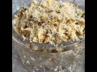 Сытный салат 🥗 с курицей 🥙Очень простой и доступный по ингредиентам салат, который вполне можно включить в повседневное меню и