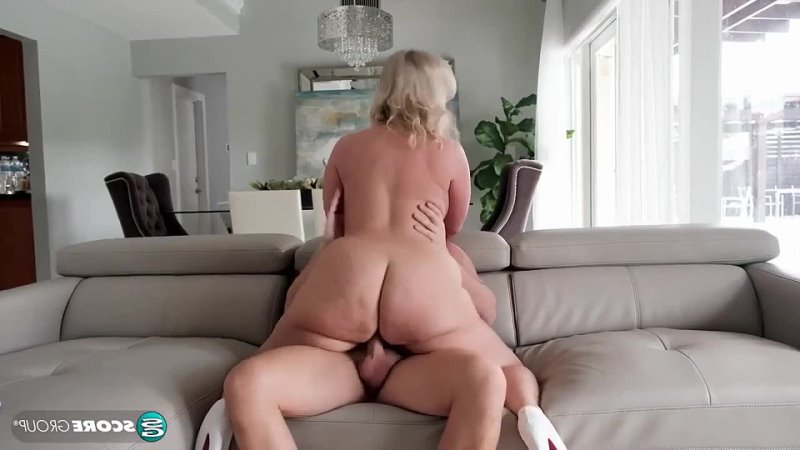 Пышная блондинка трахает молодого, sex fat ass tit big boob porn milf mom mature granny old HD (Инцест со зрелыми мамочками 18+)