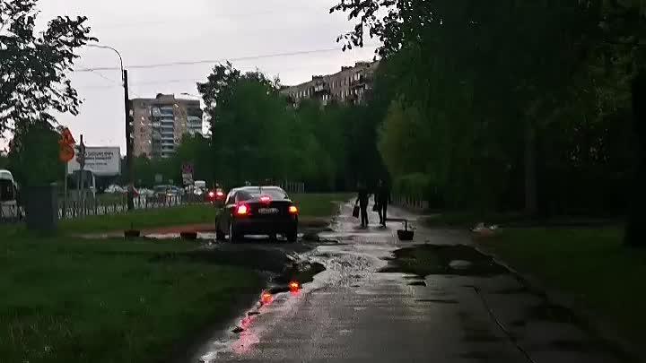 От Тухачевского 31 до отеля Карелия постоянно ездят машины по тротуару. В данный момент и до июля п...