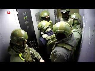 ⚡️В сеть слили видео с камеры наблюдения из лифта в одном из домов «Площади перемен». Ролик был снят 15 ноября, когда силовики ж