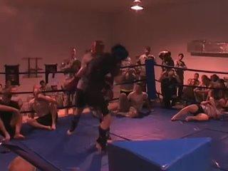 Боец UFC нокаутировал солдата спецназа.