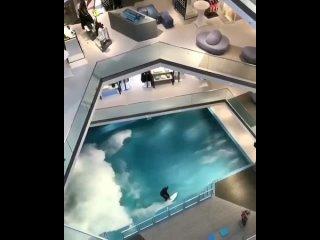 Ничего необычного, просто тренажер для серфинга посреди торгового центра.