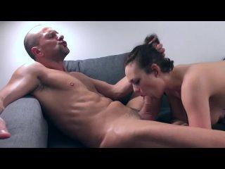 Любовник быстро выебал замужную шлюху пока муж на работе, кончил сперму в рот (Русское измена Анал Минет Секс Порно Anal Blowjob