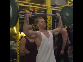 Putting in #work on the #shoulders @gymboxofficial #workhard #workout