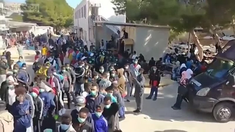 1000's of new African refugees arrived on the island of Lampedusa