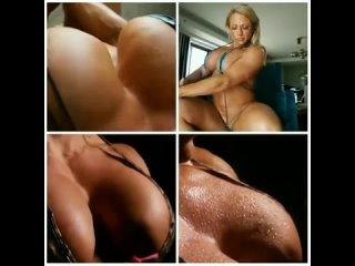 играет грудными мышцами
