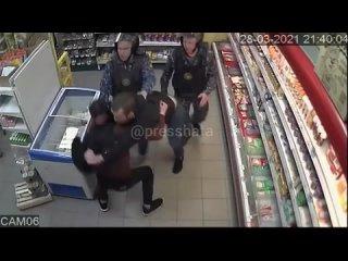 Посетители сельского магазина в Башкирии устроили драку при сотрудниках Росгвардии