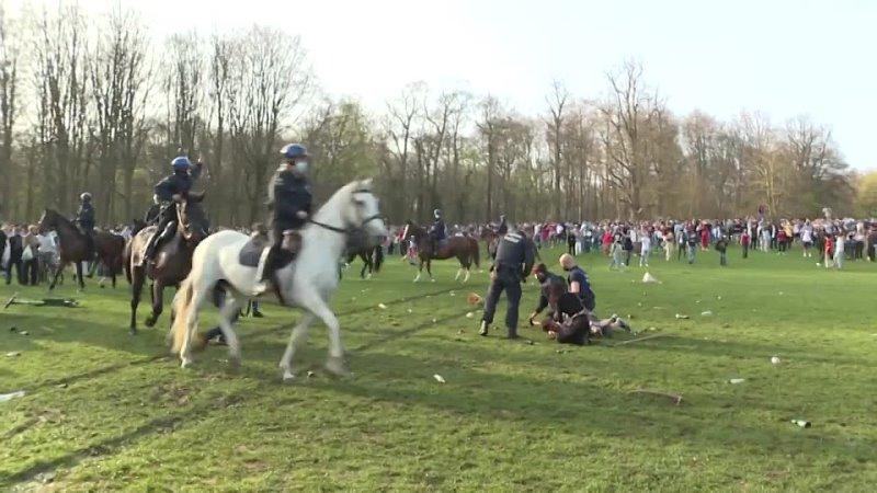 Riot police break up large crowds gathered in Brussels park for fake concert