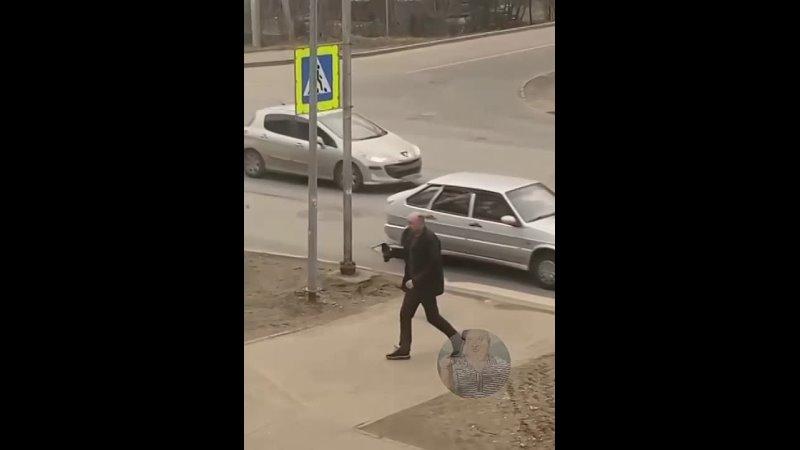 Мужчина красавчик спас 👍
