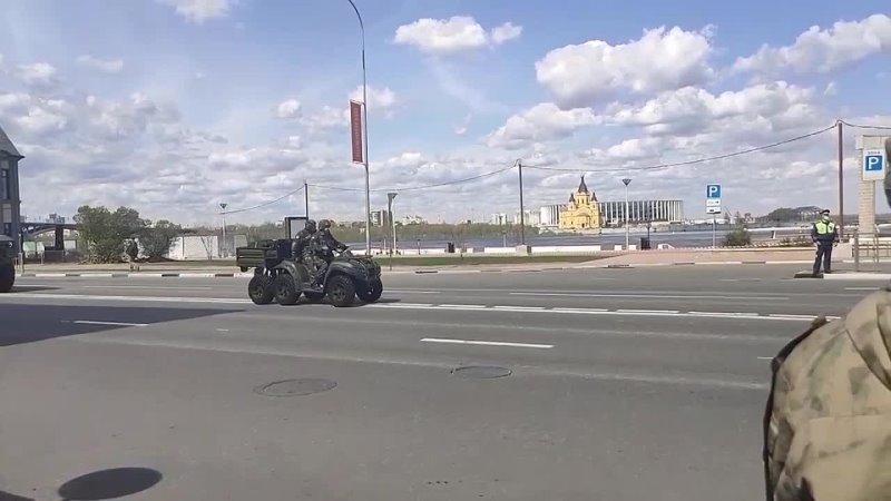 Репетиция_парада_в_Нижнем_Новгороде_8_мая_2021_г_online_video_cutter.mp4