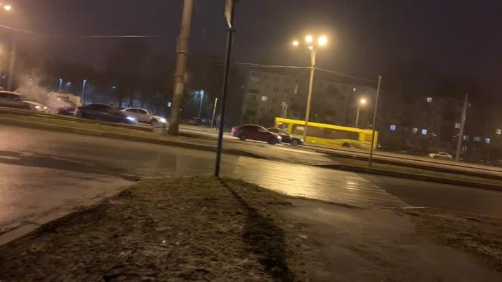 Произошла авария на Руставели с участием 4 машин в 23.55