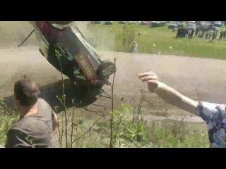Зрители едва не пострадали из-за  аварии на ралли в Ленобласти