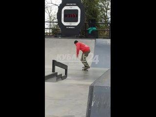 Падать и снова подниматься: в Краснодаре в Вишняковском сквере проходит чемпионат России по скейтбордингу