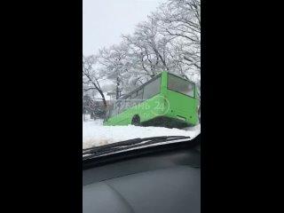 В Горячем Ключе автобус с пассажирами улетел в кювет