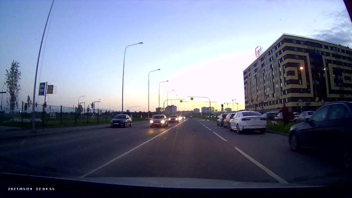 На проспекте Строителей в городе Кудрово в в 22:05 водитель желтой Audi не заметил переходящего дор...