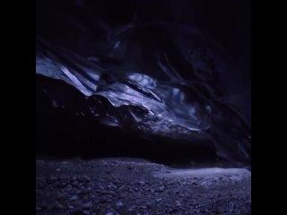 Поскольку ледяные пещеры постоянно меняются в положении и меняют размеры, любой посетитель не может посетить ту же ледяную пещер