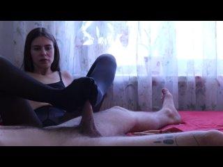 PerfectDick88 Худенькая девочка в колготках выебана Кончил на ножки в колготках
