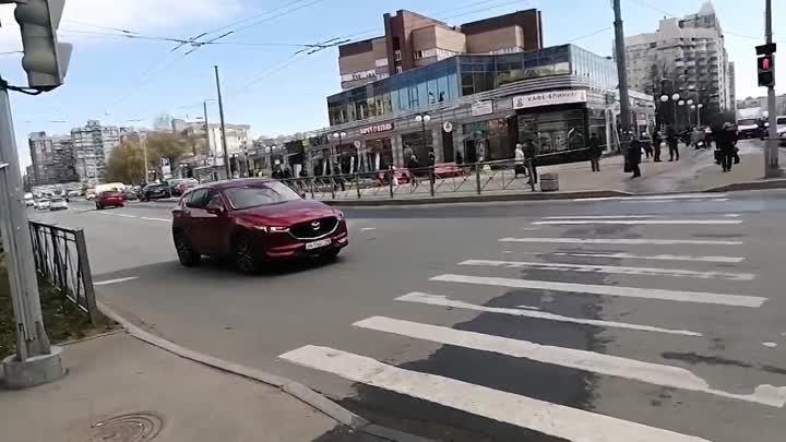 У перекрестка улиц Есенина и Сикейроса вероятно будут сносить незаконную постройку с магазинами, с...