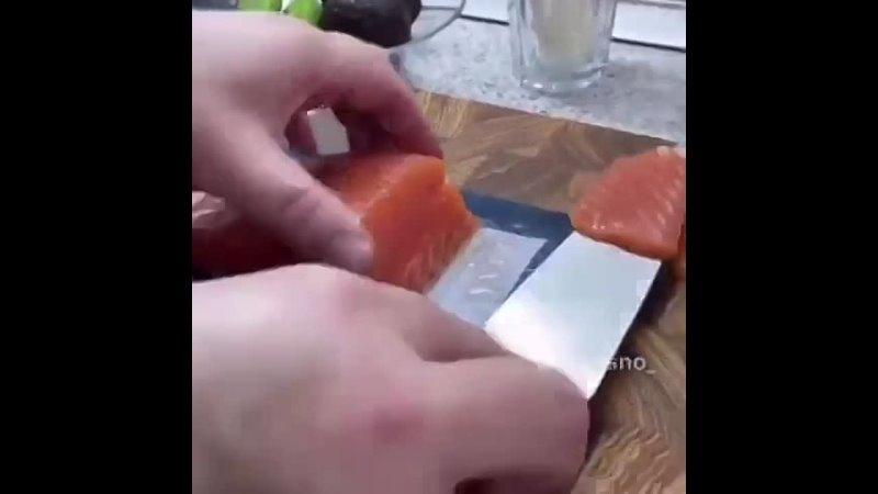 Суши салат в стакане На 6 стаканов 200 мл Рис 300 гКрасная рыбка 300 гОгурец 2 штАвокадо 2 штСыр творожный 200 гКунжут