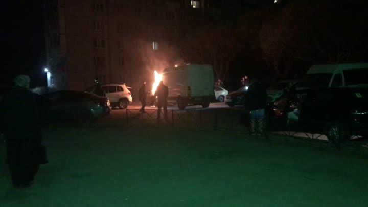 В Колпине ночью на Бульваре Трудящихся у дома №4 сгорел Ford Транзит. В 04:21 пожар ликвидирован. ...