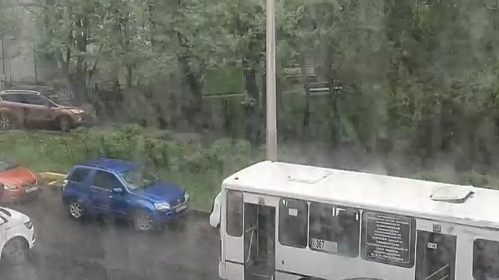 Полностью заблокирована Белоостровская ул. от Сердобольской до Земледельческой. У дома 22 притерлись...