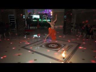 Восточный танец с огнём