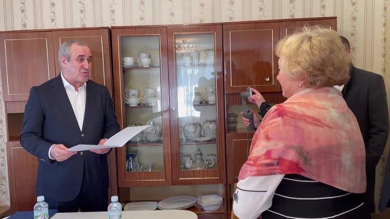 Сергей Неверов поздравляет племянницу Юрия Гагарина