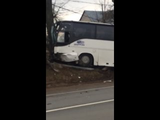 Жуткая авария в Ясенево. Мерседес,  выезжая с прилегающей территории, не уступил дорогу заказному автобусу.