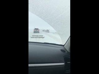 На трассе Оренбург - Орск в районе Сары произошло ДТП. На дороге гололёд.