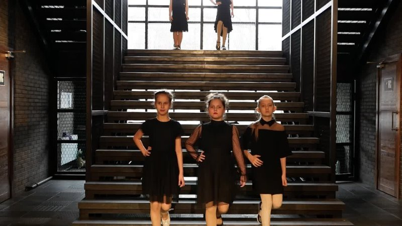 1 Школа моделей ИМПЕRИЯ Демонстрация коллекции черных платьев В ритме Танго г Брянск