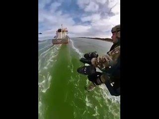 Морские силы Нидерландов тестируют новый реактивный костюм