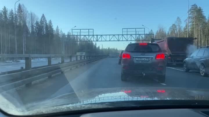 На трассе А-181 «Скандинавия» перед съездом на ЗСД произошло ДТП с фурой и легковым авто утром около...