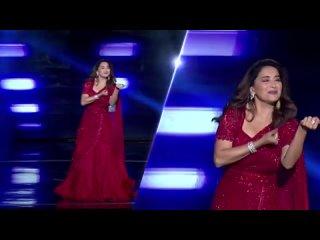 Мадхури Дикшит и Нора Фатехи станцевали под песни друг друга на шоу Dance Deewane 3