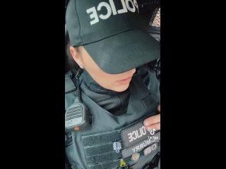 """Женщина-полицейский — ЛеБрону: """"Разве не глупо мне учить тебя, как тебе делать свою работу? Так же глупо, как тебе учить нас"""""""