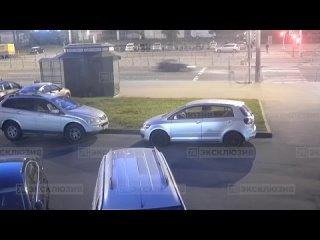 Автомобиль с подростками попал в ДТП на проспекте Просвещения