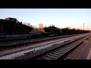 Погрузка бронетехники для отправки в Крым Камышин 31 марта