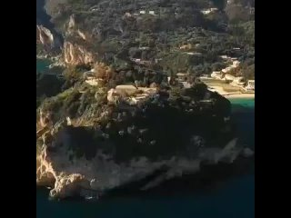 Остров Корфу, греческое название — Керкира, это живописный остров в Ионическом море.