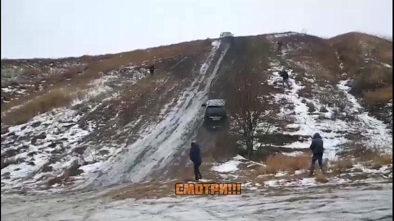 В Воронежской области во время соревнований по внедорожной езде два участника не смогли разъехаться на склоне