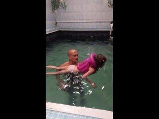 в 5 лет привыкаем к воде и учимся плавать