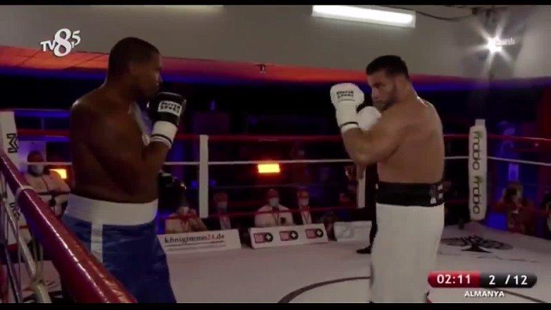 Супертяжёлый вес свыше 90 7 кг Чемпион в отпуске WBA Мануэль Чарр быстро забил Кристофера Лавджоя
