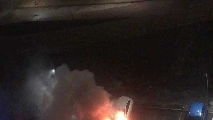 На Парфеновской, напротив 9го дома загорелся автомобиль в 4 утра