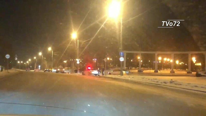 Жесткое ДТП на Профсоюзной у Александровского сада Тюмень